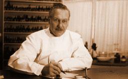 Немецкий врач Ганс Генрих Рекевег